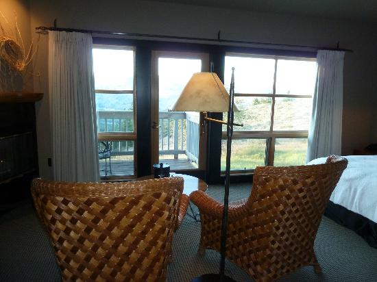 Sun Mountain Lodge: Two comfy armchairs