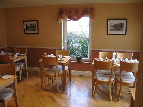 Kingfisher Lodge Bed & Breakfast: Breakfast Room
