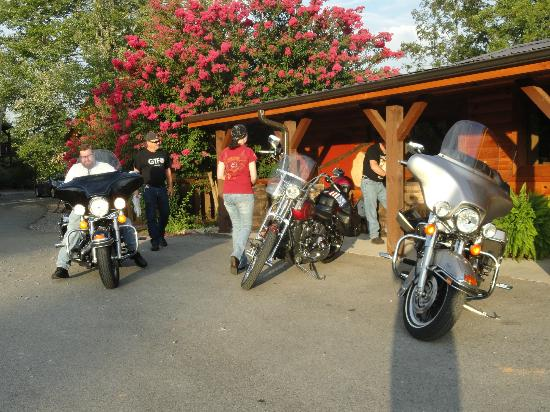 The Lodge At Tellico: getting ready to ride for the day