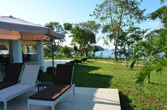 Hotel Bocas del Mar: Pool to Bay