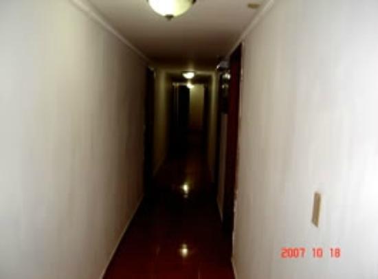 Hotel Cayo Zapatilla : Pasillo