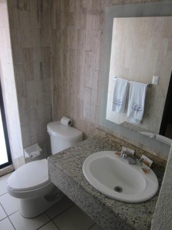 Dali Plaza Hotel: bathroom