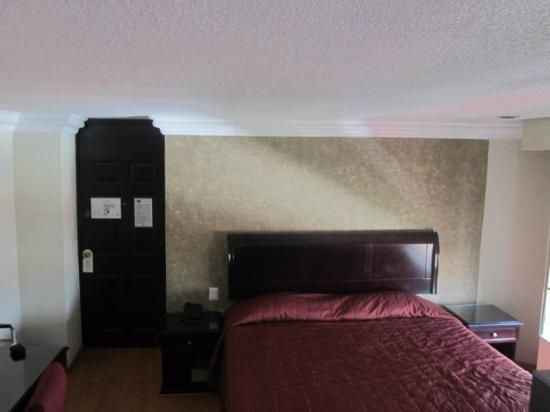 Dali Plaza Hotel : spacious Room