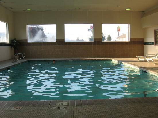 Americas Best Value Sandman Inn : America's Best Value Inn pool