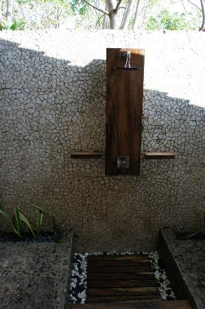 Gili Joglo : Open air bathroom(other bathroom is closed)