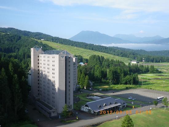 APA Resort Joetsu Myoko: 周囲の景色は妙高高原そのもの