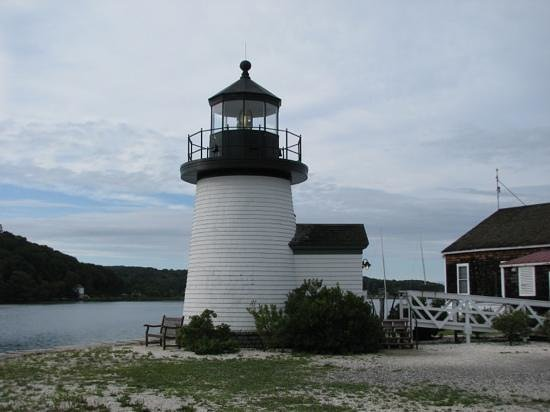 Captain Nathaniel Brown Palmer House : lighthouse at Mystic Seaport