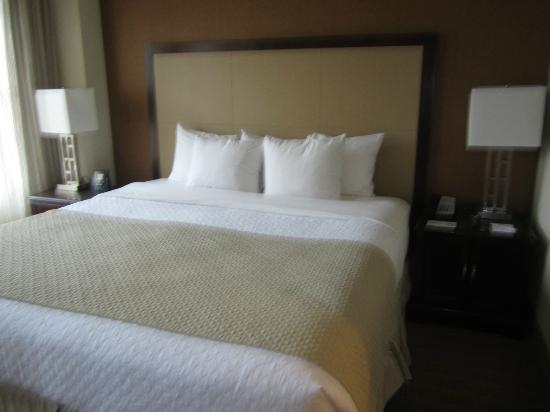 Embassy Suites by Hilton Alexandria-Old Town: Bedroom