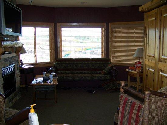 Glacier Canyon Lodge:                   Living room