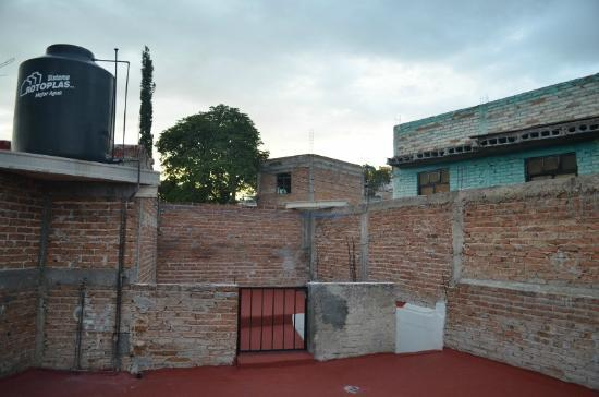 La Casa de Dona Ana : From front edge of rooftop looking back towards stairs and laundry line