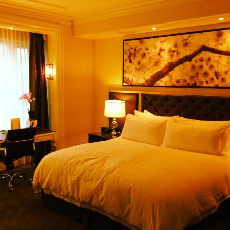 Trump International Hotel & Tower Toronto: the room