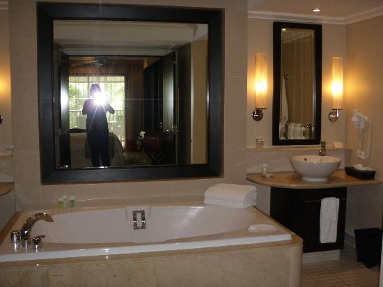 Marriott's Mai Khao Beach - Phuket: The ensuite bathroom