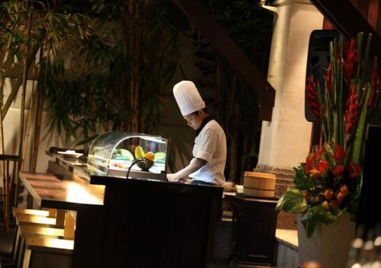 Mezzanine Bar & Restaurant: Sushi Bar