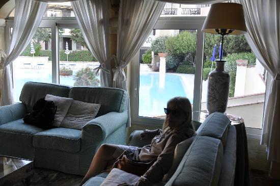 Colonna Park Hotel : Lobby con vista a lapiscina
