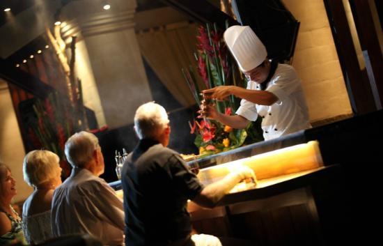 Mezzanine Bar & Restaurant: Mezzanine Restaurant