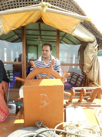 Aagaman Inn Homestay: driving boat