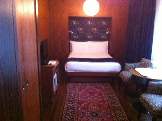 The Maritime Hotel: Bed and room.
