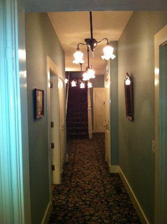 Gosby House Inn - A Four Sisters Inn: The hallway