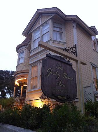 Gosby House Inn - A Four Sisters Inn : The front of the Gosby House, street view