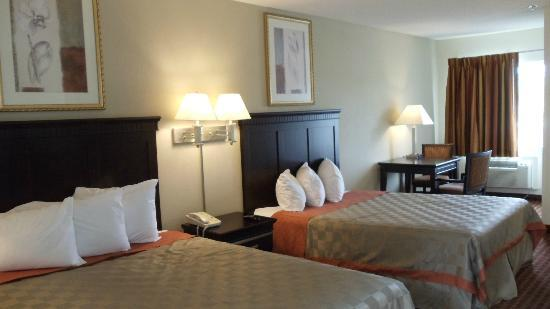Days Inn & Suites Rancho Cordova: Double Queen room