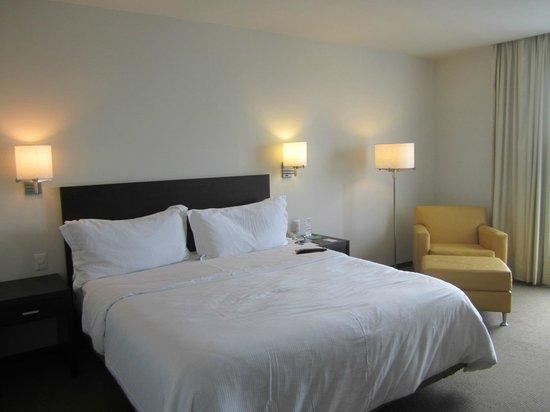 Fiesta Inn Monterrey Tecnologico: Room bed