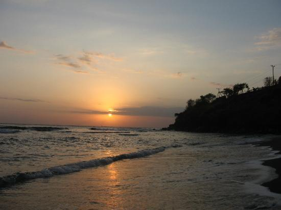 Pondok Vienna Beach: sunrise