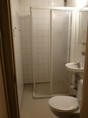 Colonial Hotel Stockholm: Shared toilet / shower room