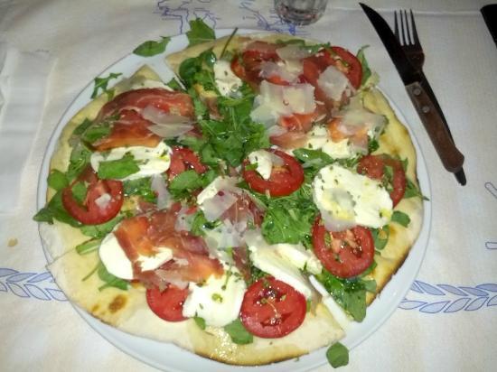 Il Gelso: pizza rucola, pomodori, mozzarella