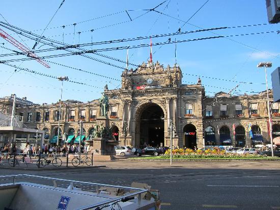 โซเรลล์โฮเทล รุทลี: 火車站