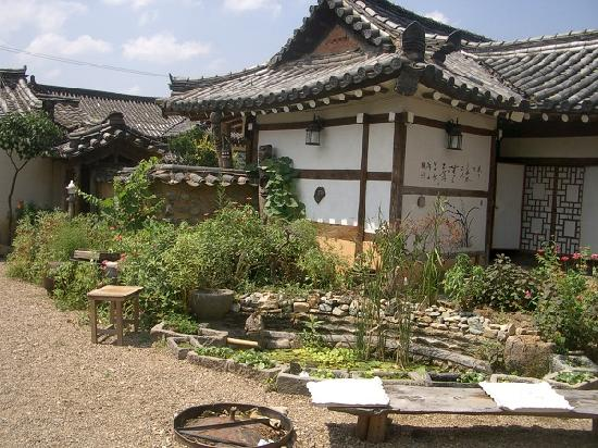 Sa Rang Chae Guesthouse: 입구