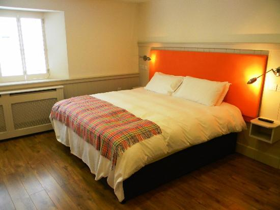 QC's Townhouse: Comfortable bed