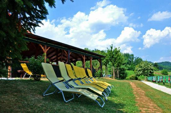 Natura Amon: resting area in front of country bar