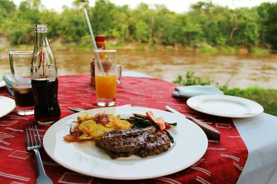 Mara Timbo Camp: Ab-so-lu-te-ly delicious food with a stunning scenery!