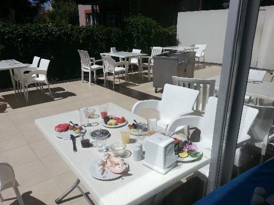 Hedef Rose Garden Hotel: Restaurant nightmare !