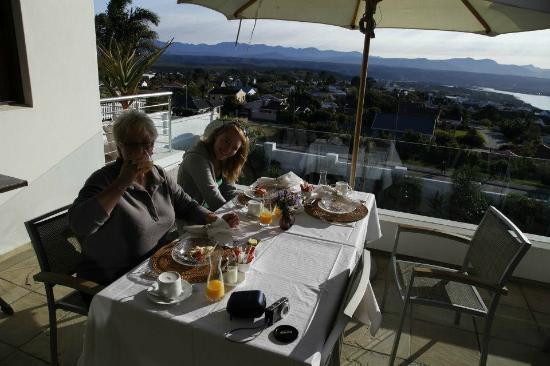 Aquavit Guest House: Having breakfast on the terrace