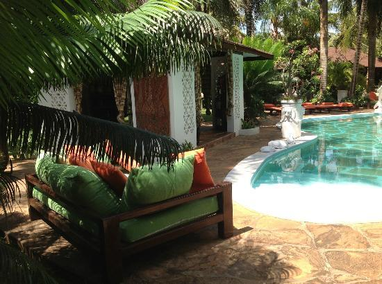 African House Resort: Lese-Ecke am Pool und Chillecke 2