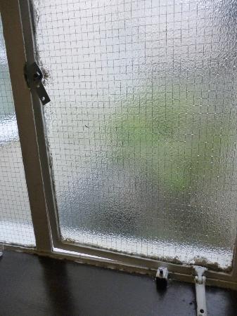 Lords Hotel: fenêtre cassée