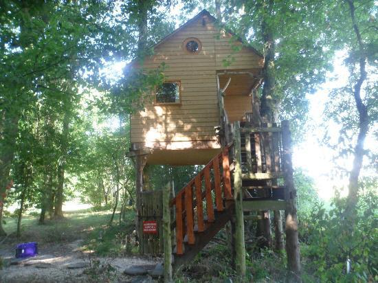 Blob jump lac du der: Au Milieu de Nulle Part - House in the trees - Outines Village