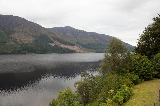 Letterfinlay Lodge Hotel: View of Loch Lochy from hotel