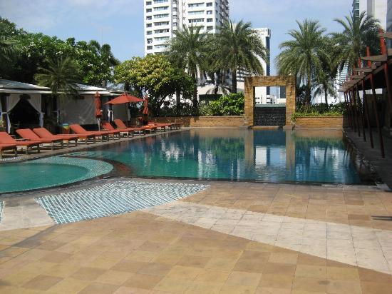 Ascott Sathorn Bangkok : Lovely pool