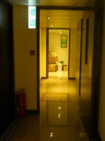 California Hotel HK: Corridor