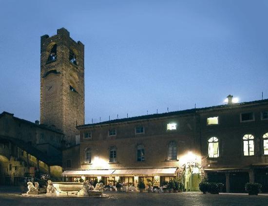 Colleoni dell'Angelo Restaurant : Piazza Vecchia by Night at Colleoni dell'Angelo