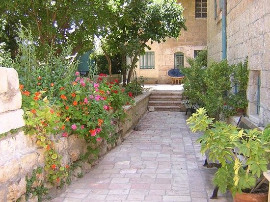 Magas House Jerusalem Vacation Accommodation: Outdoor Garden