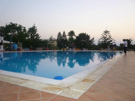 Trappeto, Italien: la piscina