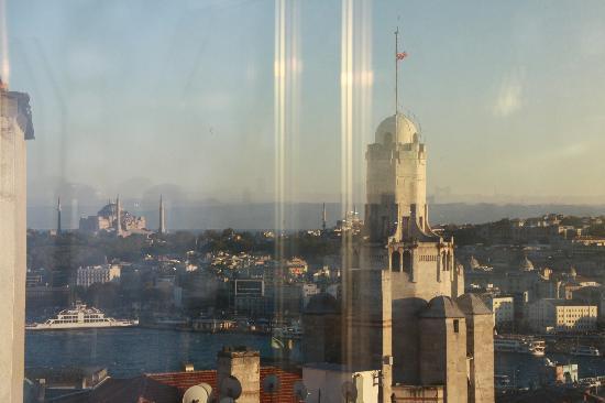 Anemon Galata: Blick von Dachterrasse