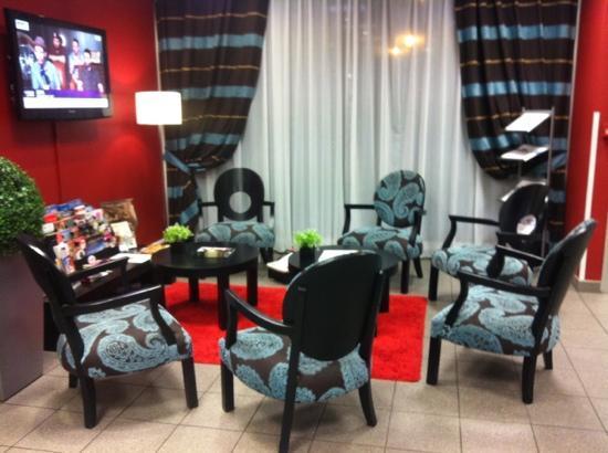 Nemea Appart'hotel Residence Saint-Martin : salon entrée