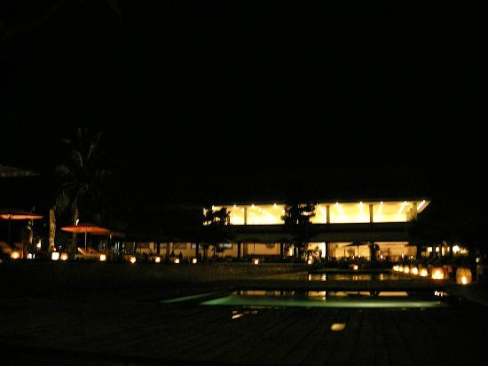 Hotel Ombak Sunset: Night view in the hotel