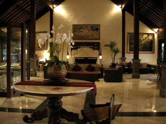 Hotel Ombak Sunset: The lobby