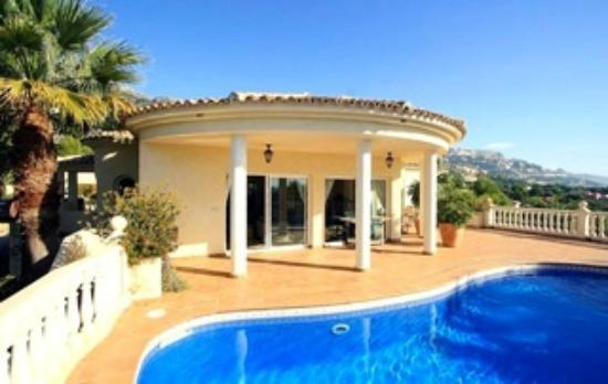 Villa Altea : terrace, pool and living room