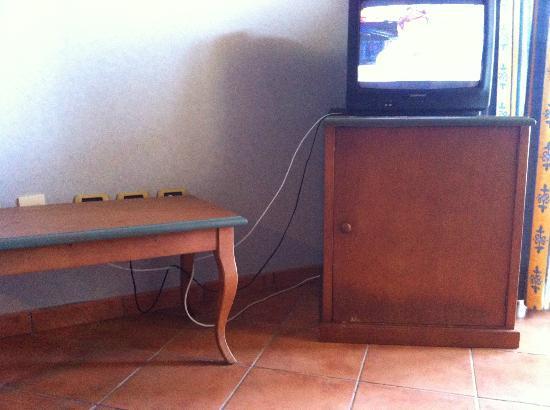 Hotel Diamante Suites: un monton de cables a la vista...